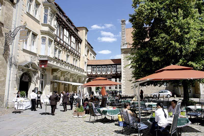 terrasse auf dem braunschweiger burgplatz restaurant al duomo braunschweig. Black Bedroom Furniture Sets. Home Design Ideas